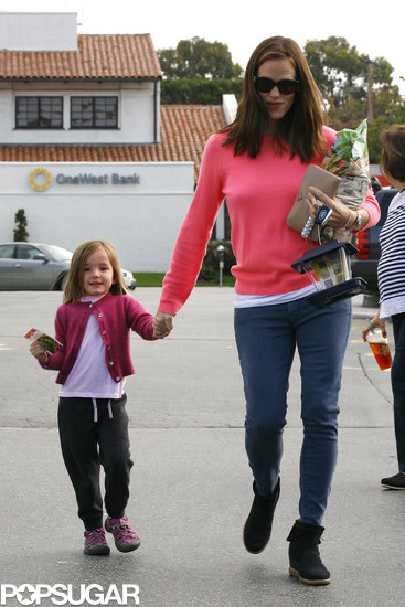 Jennifer Garner held on to Violet Affleck's hand.