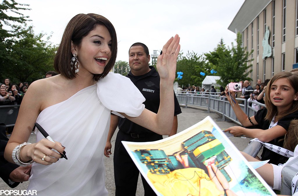 In June 2009, Selena Gomez wanted to give a fan one up high while signing autographs in Toronto.