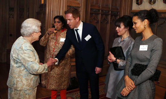 Damian Lewis shook hands with the queen.