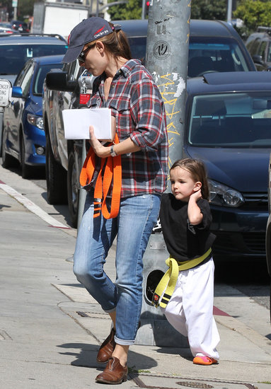 Jennifer Garner held Seraphina's hand as they walked to class.