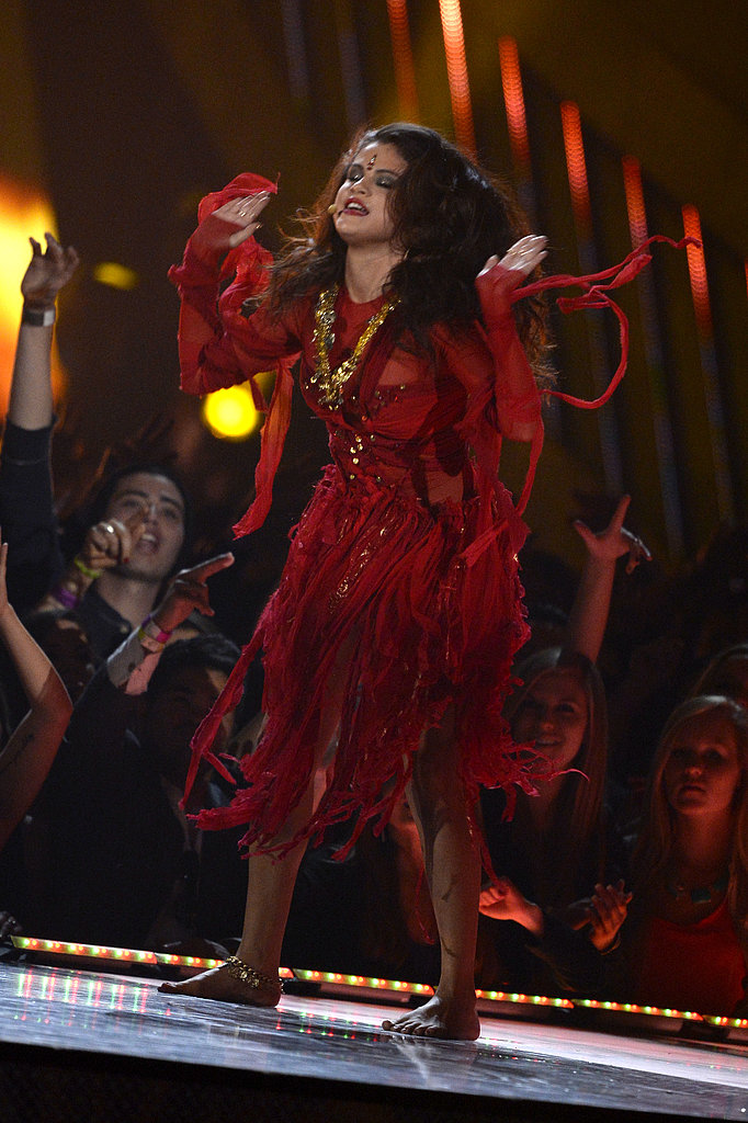 Selena Gomez put on quite the performance when she sang her new single.