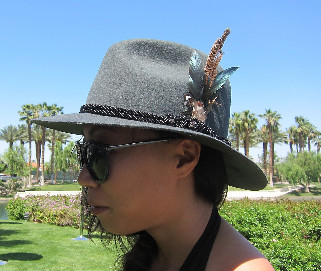 This is one feather accessory that we can get behind.