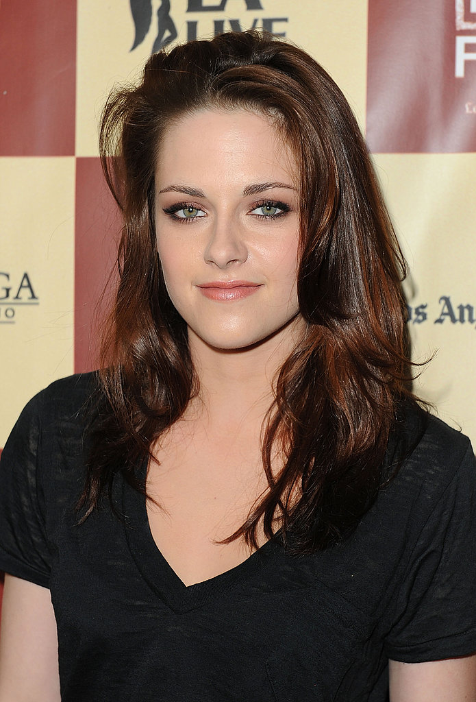 Kristen kept her hair and makeup casual and gorgeous at the premiere of A Better LIfe in 2011.
