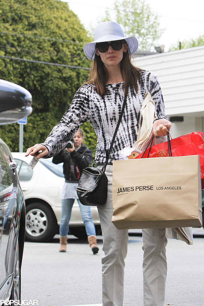 Jennifer Garner made a purchase at James Perse.