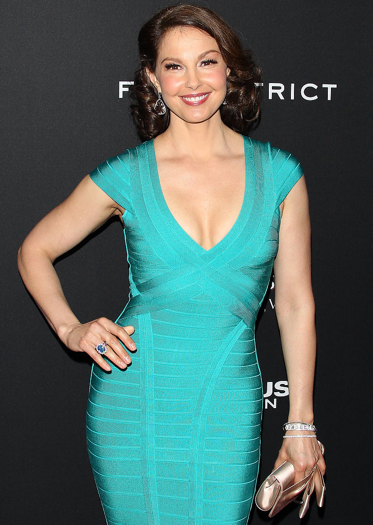 Ashley Judd as Tris's Mother