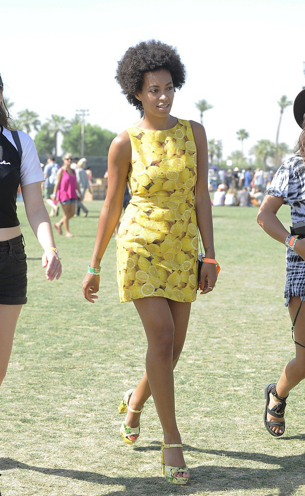 Solange Knowles looked adorable in a lemon-print Alice + Olivia minidress and matching platform sandals.