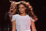 Video: Beyoncé Knowles Kicks Off Her Mrs. Carter Tour, Plus More Headlines!