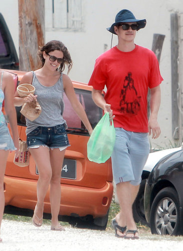 On another beach day in Barbados with boyfriend Hayden Christensen, Rachel sported a gray tank with her denim cutoffs, nude flip-flops, Ray-Ban Wayfarers, and her tribal-print bag.