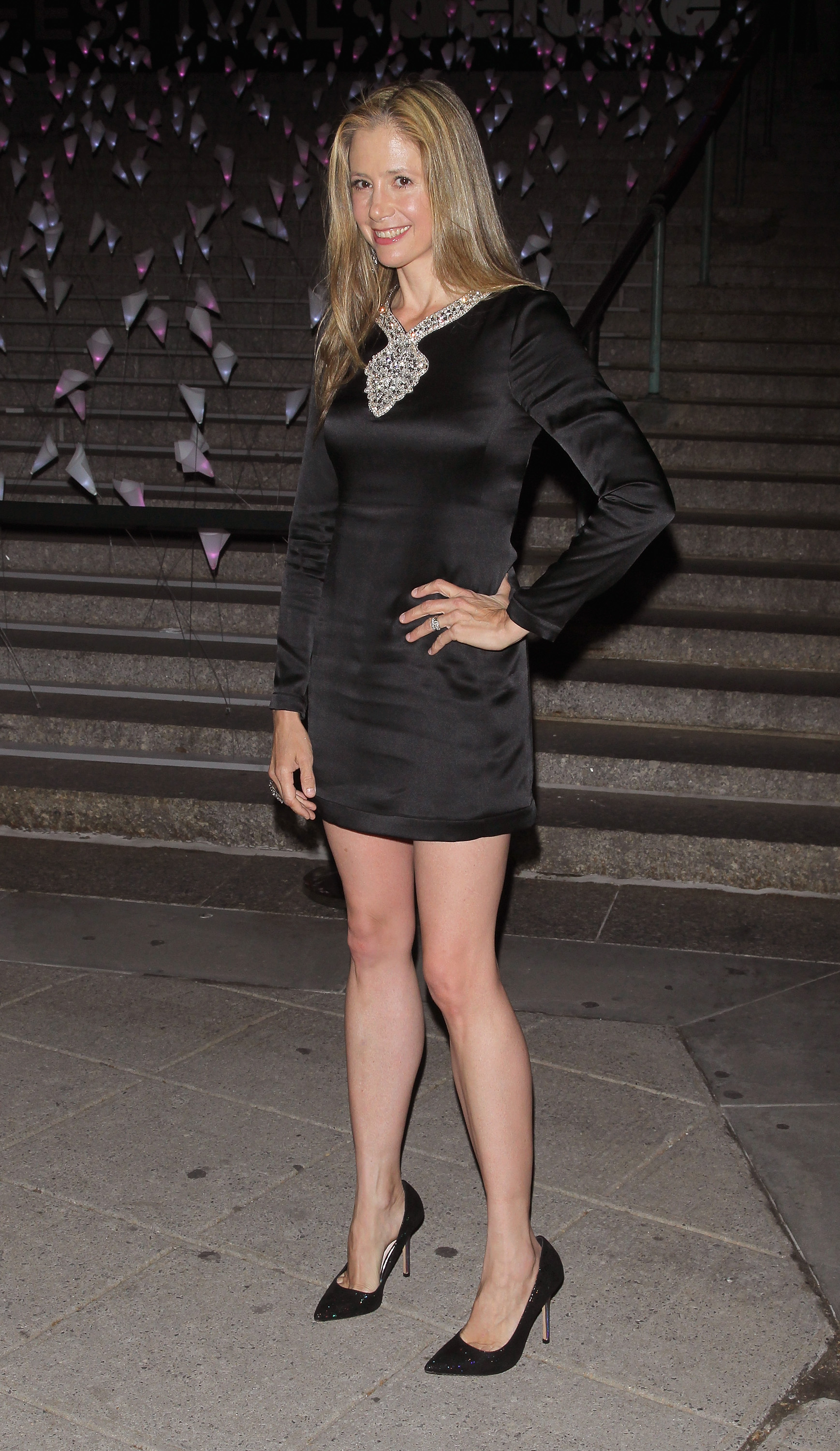 Mira Sorvino showed off her legs in a black minidress for Vanity Fair's bash.