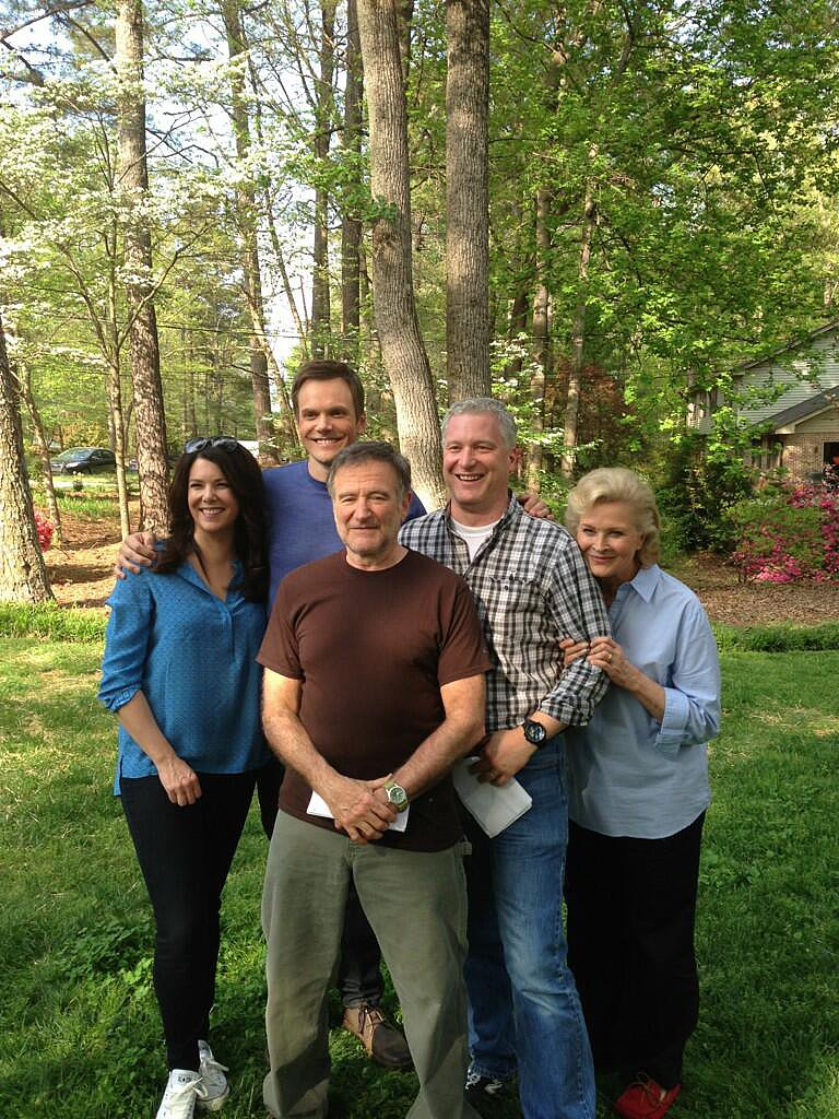 Robin Williams posed with his movie family for A Friggin' Christmas Miracle. Source: Twitter user robinwilliams