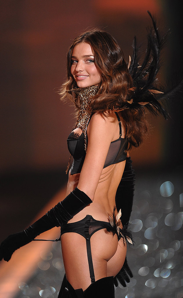 Miranda Kerr was all smiles at the November 2009 Victoria's Secret Fashion Show in NYC.