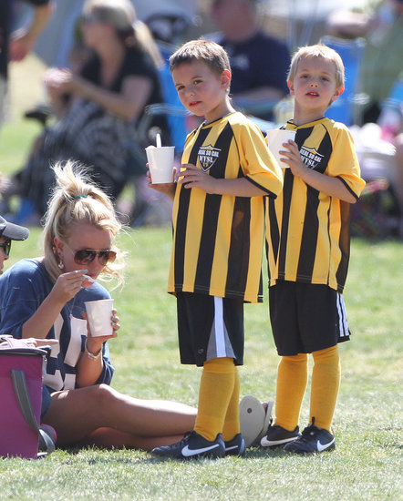 Britney Spears ate ice cream with Jayden and Sean.