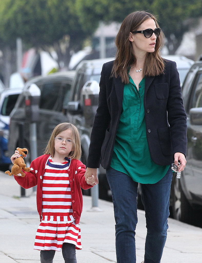 Seraphina Affleck held a stuffed animal while grabbing coffee with mom Jennifer Garner in LA.