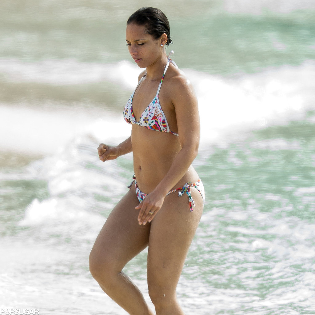 Alicia Keys went swimming in the Bahamas.