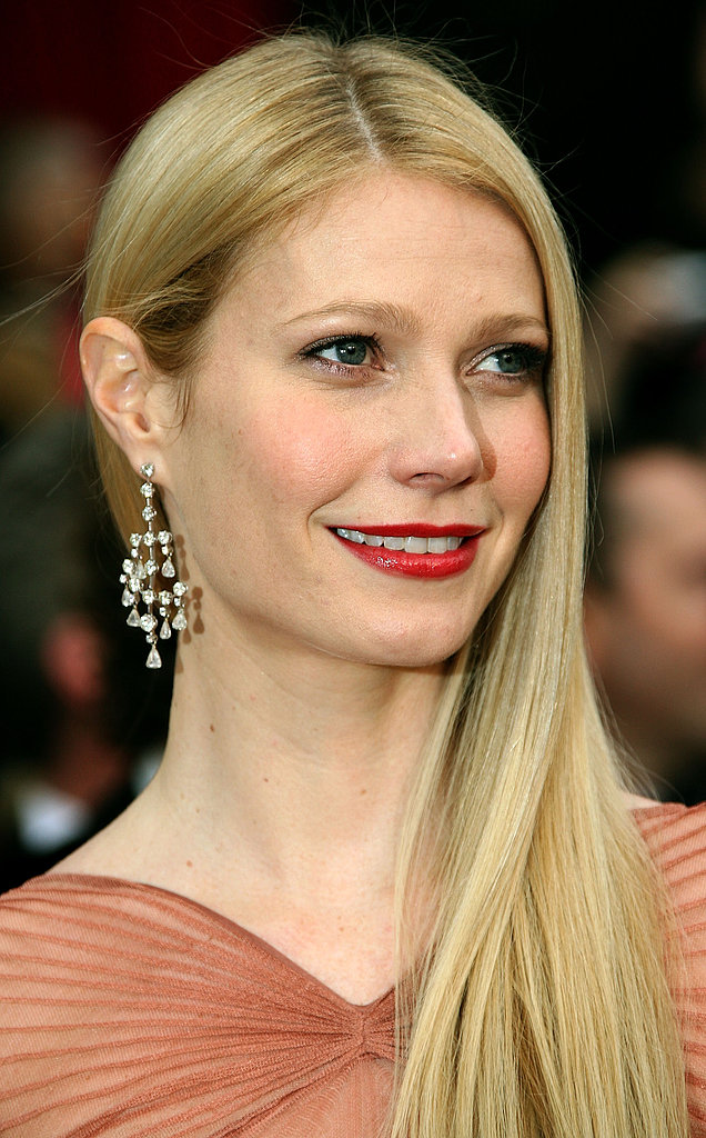 With smooth sideswept strands and bright red lipstick, Gwyneth channeled the look of a modern Old Hollywood starlet at the 2007 Oscars.