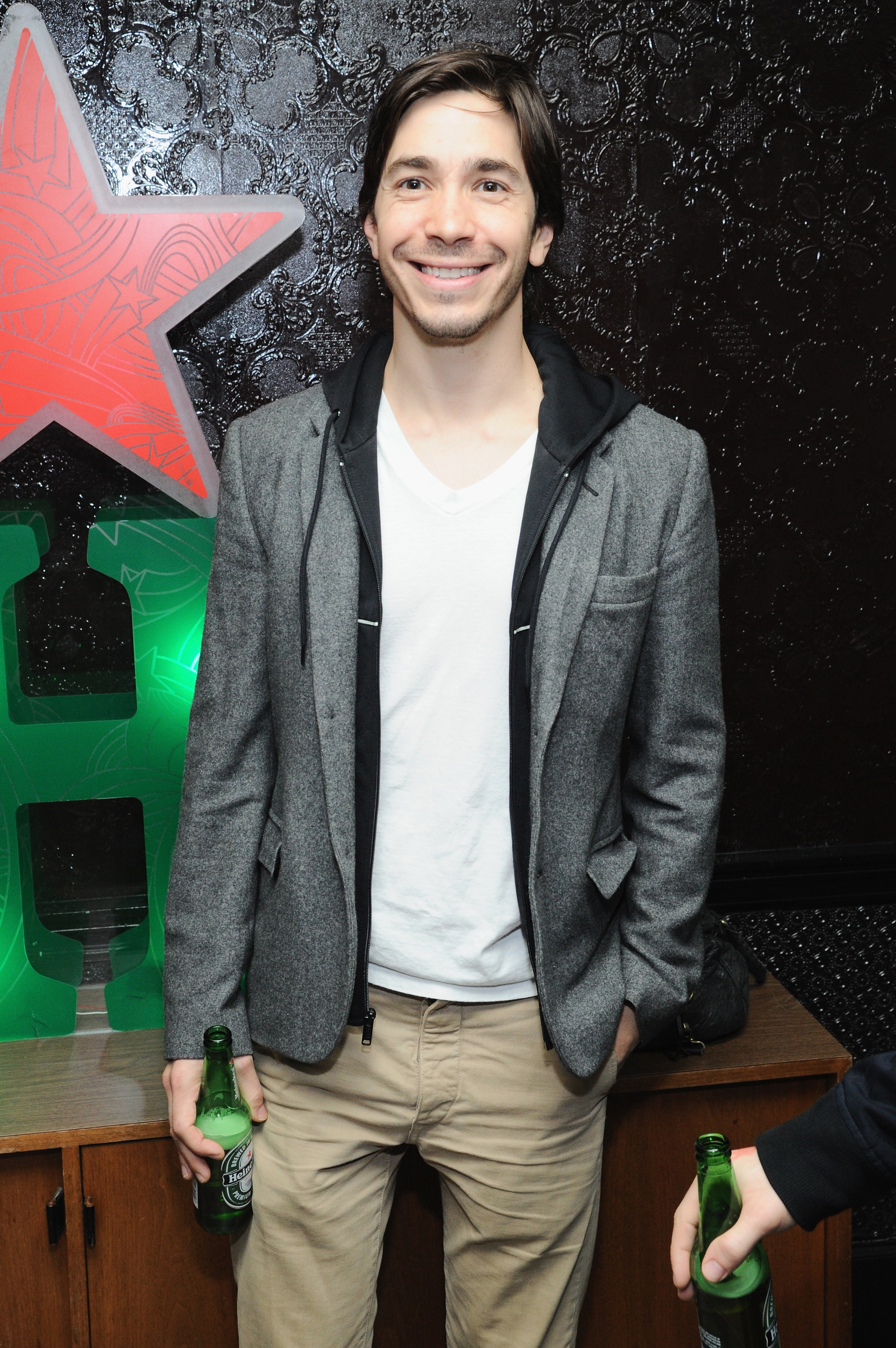 Justin Long celebrated with a Heineken at
