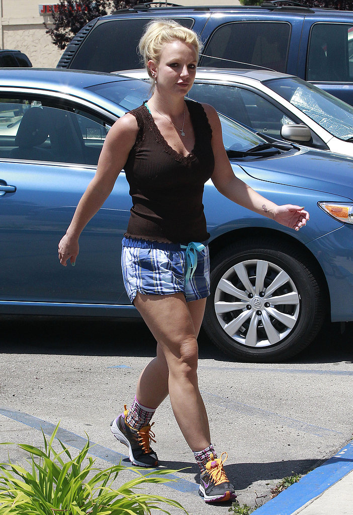 Britney Spears wore plaid shorts to the gym.