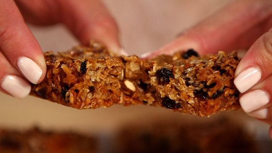 Homemade Granola Bars: A Soft, Chewy, Satisfying Snack