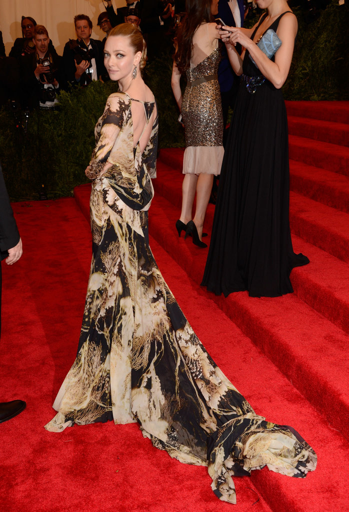 Amanda Seyfried showed off the delicate back of her printed chiffon gown from the Givenchy Couture Spring 2007 collection.