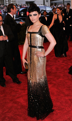 Ginnifer Goodwin went all out in an armor-inspired Tory Burch black-and-gold custom gown with a square clutch, complete with a Genevieve Jones safety pin earring.