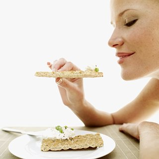 Eat Snacks Slowly to Lose Weight