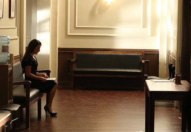 Rachel looks awfully solitary. I wonder if this is before or after her audition . . .