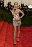 Karolina Kurkova stepped onto the carpet in a Mary Katrantzou minidress, which put her supermodel stems on display.