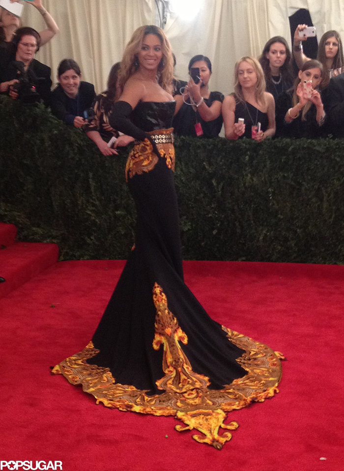 Beyoncé Knowles did an over-the-shoulder pose to make sure every photographer got their shot.