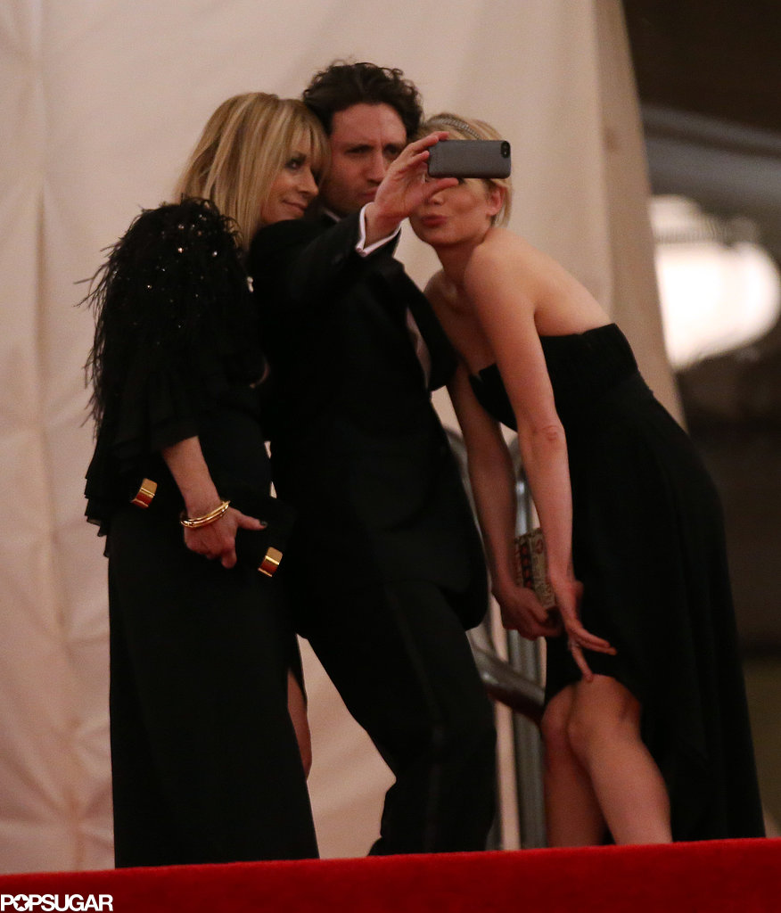 Michelle Williams posed for a selfie with Kim Gordon and Edgar Ramirez as they left the Met Gala.