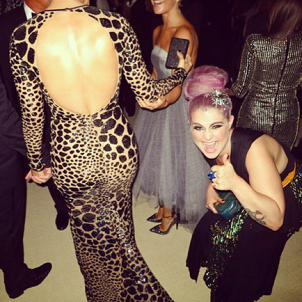 Kelly Osbourne gave Jennifer Lopez's behind a thumbs-up at the Met Gala. Source: Instagram user derekblasberg