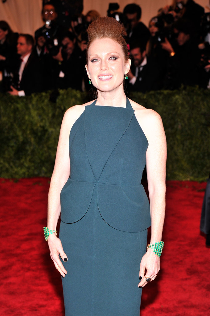 Julianne Moore wore Irene Neuwirth emeralds.