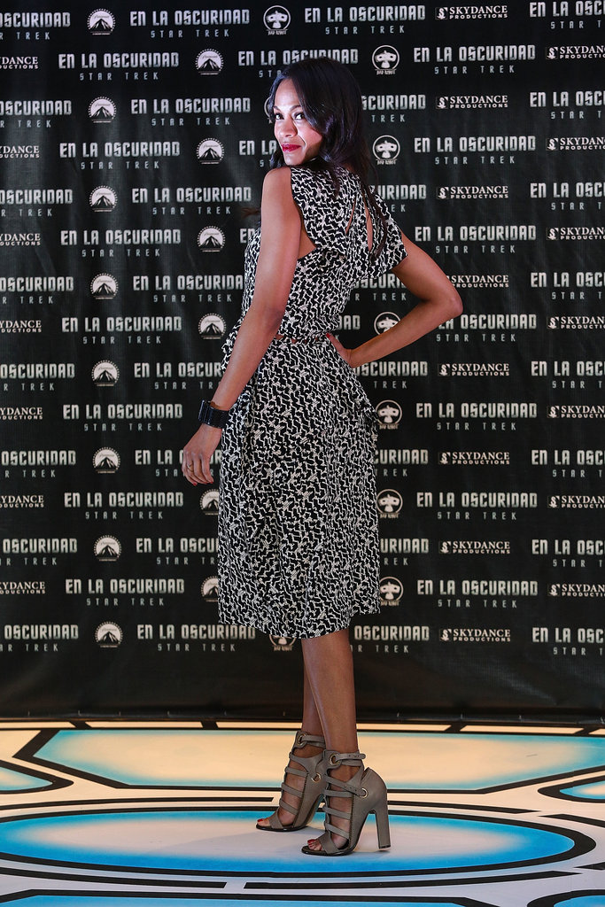 Zoe gladly showed off the ruffled backside of her Bottega Veneta dress, along with her black Ayers cuff, at the Mexico City photocall.