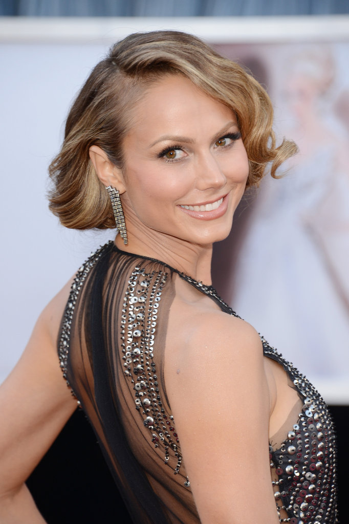 Stacy Keibler wore her hair in a '20s faux bob with lots of texture at the 2013 Oscars.