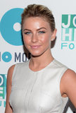 Julianne Hough showed us that a voluminous pony is great for highlighting bold brows, flirty lashes, and pink lips.