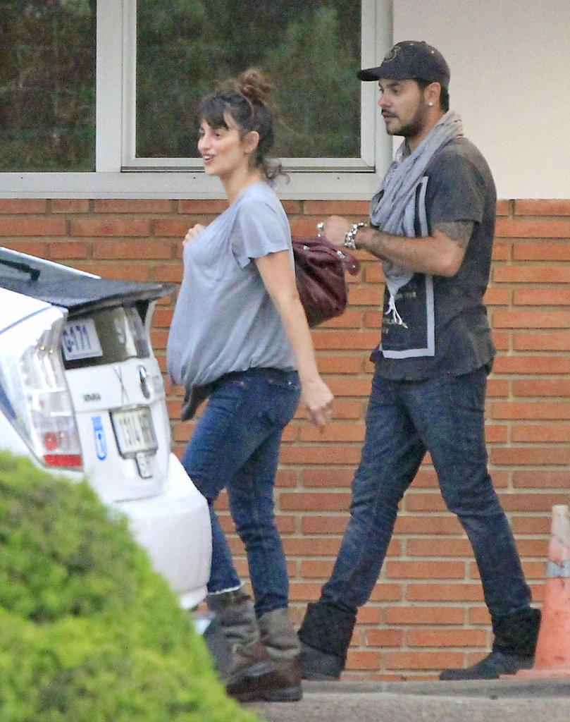 Penélope Cruz and Eduardo Cruz visited their sister, Monica Cruz, in the hospital.