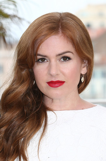 Isla Fisher also showed face at the Great Gatsby photocall with her red hair styled in loose waves. She complemented the look with a bright red lipstick shade and bold brows.