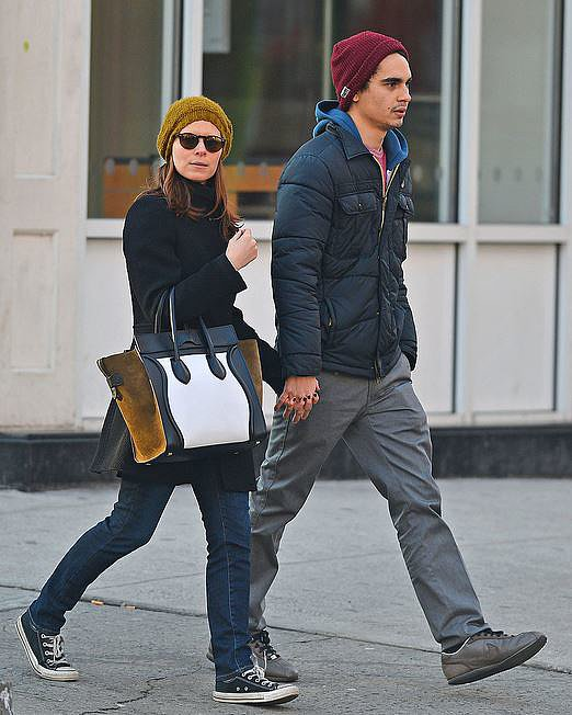 Kate Mara coordinated her beanie to her Cèline tote — clever!