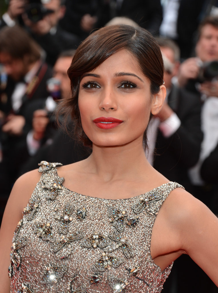 Freida Pinto went for Old Hollywood glamour at the Jeune & Jolie premiere wearing sultry sideswept bangs and a bright crimson lip hue.
