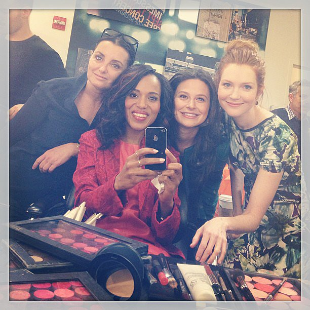 Kerry Washington posed backstage with her makeup team and Scandal costars for Good Morning America.