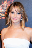 At the Hunger Games: Catching Fire party, Jennifer Lawrence wore relaxed waves and exaggerated eye makeup.
