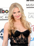 With loose, beachy waves and muted red lipstick, Jennifer Morrison's beauty look was classic and beautiful.