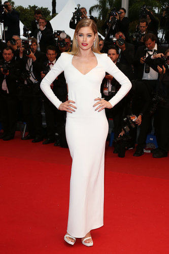 Doutzen Kroes wore a white dress to the Jimmy P. premiere.