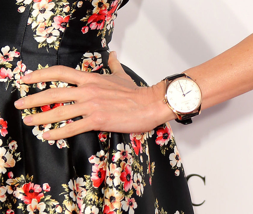Naomi Watts wore a gold large-face watch.