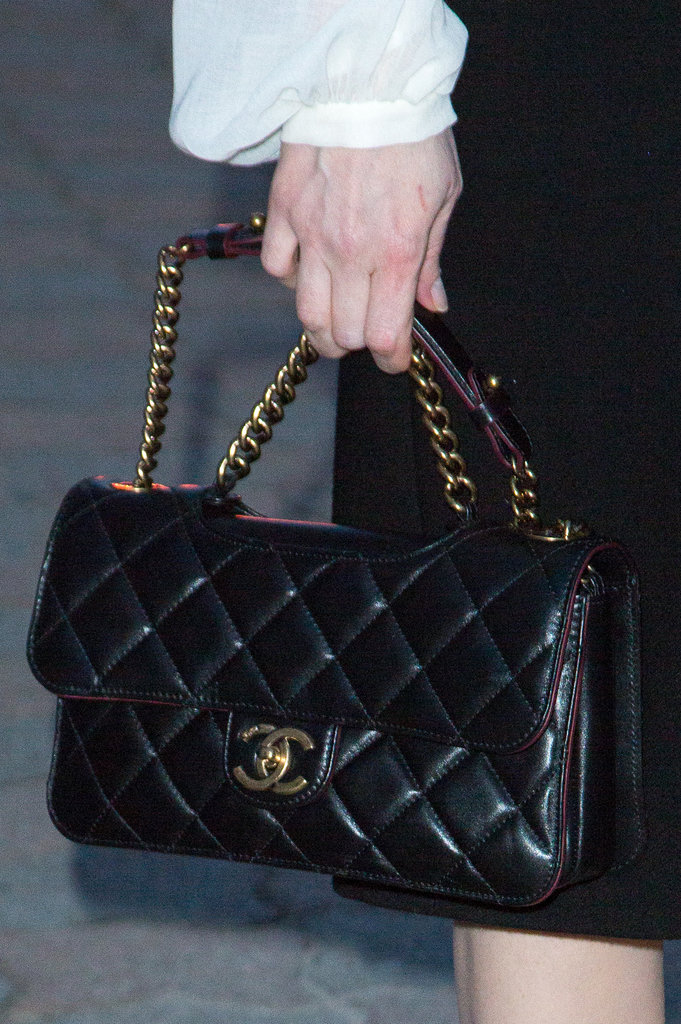 Jessica Chastain carried a black Chanel bag.