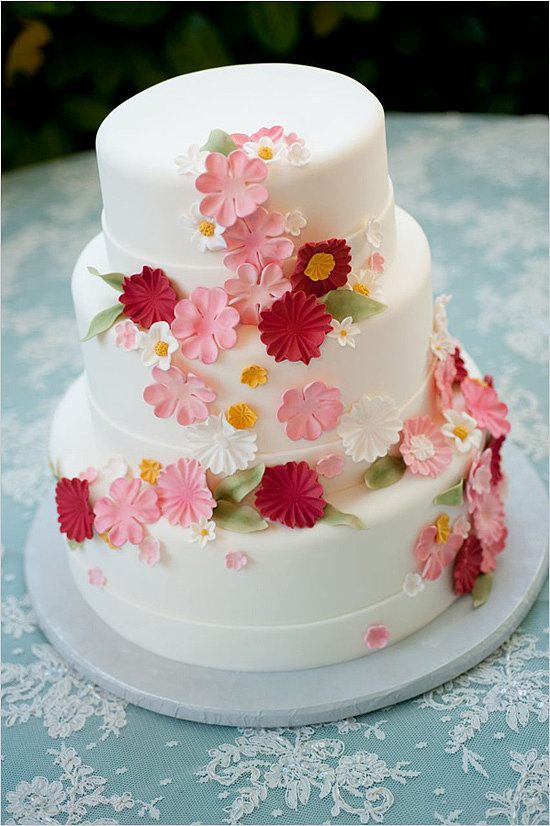 Reds, pinks, and whites aren't just for Valentine's Day. All three colors come together beautifully to make this one charming cake.  Photo by Shelly Kroeger Photography via Wedding Chicks