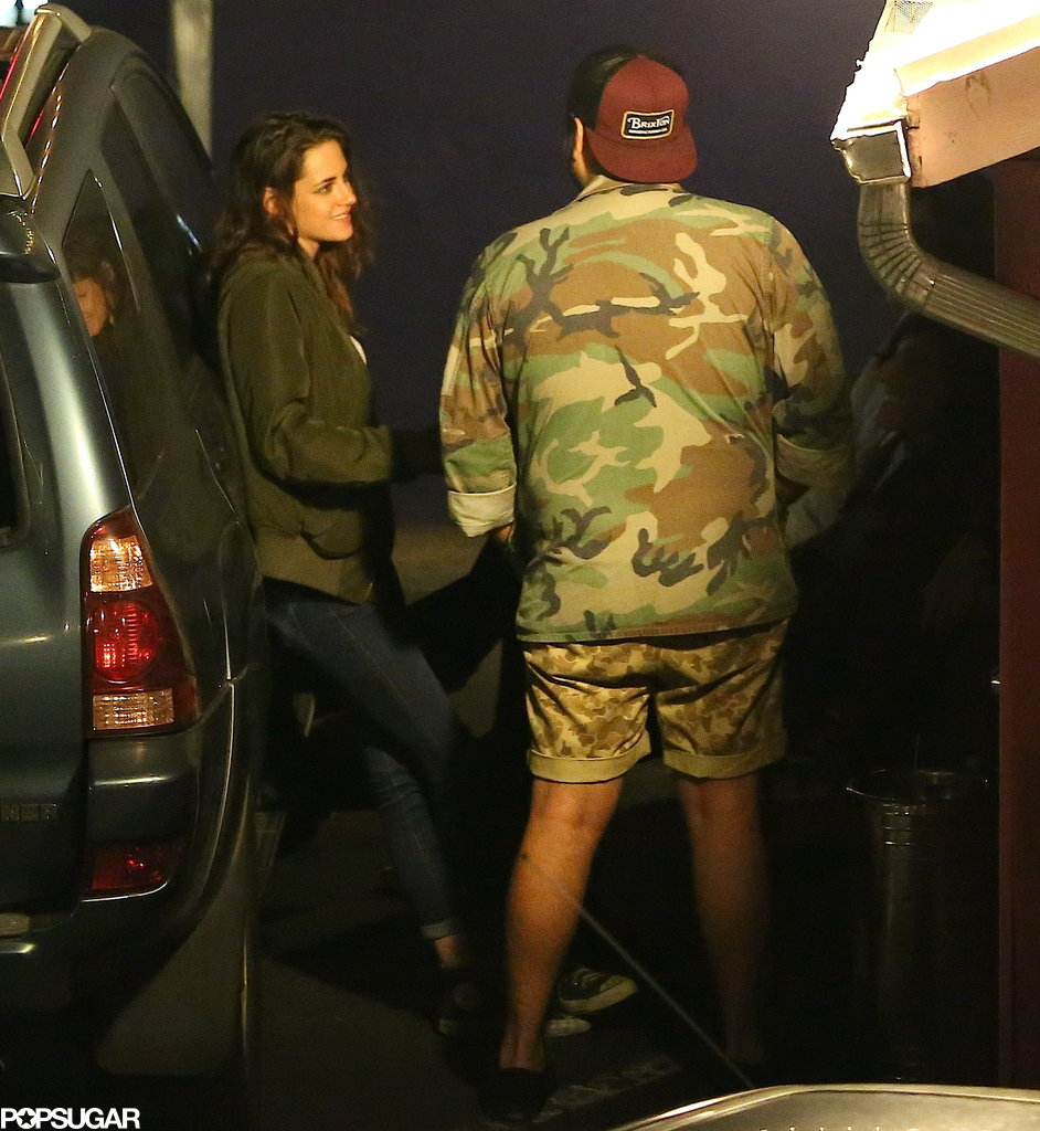 Kristen Stewart smiled while chatting with a friend.