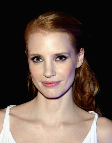 At the Bulgari party in Cannes, Jessica Chastain wore metallic eye makeup and paired with a pink lip hue.