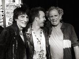 Aaron Paul had a real rollicking time at a Rolling Stones concert and even posed backstage with Ronnie Wood and Keith Richards. Source: Twitter user aaronpaul_8