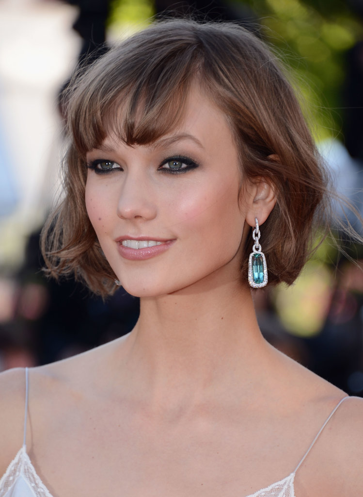 Karlie Kloss wore a pair of aqua-colored gem drop earrings.