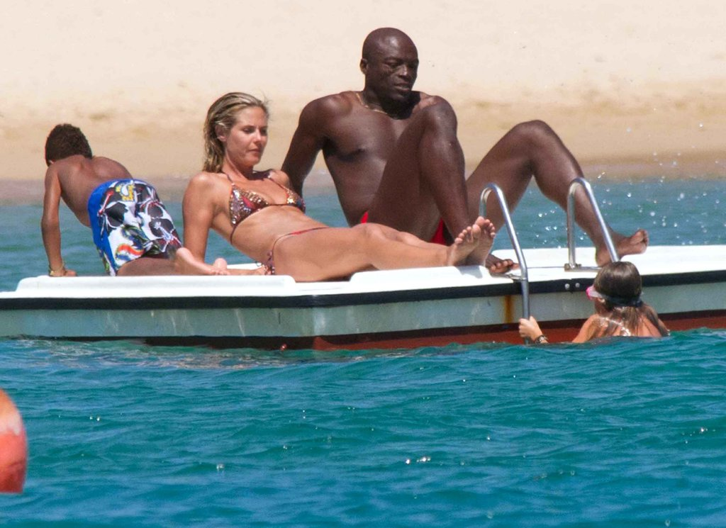 In August 2011, Heidi Klum and Seal relaxed on a barge in Sardinia.